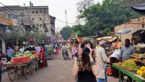 Judit Endrino fotografiando la india