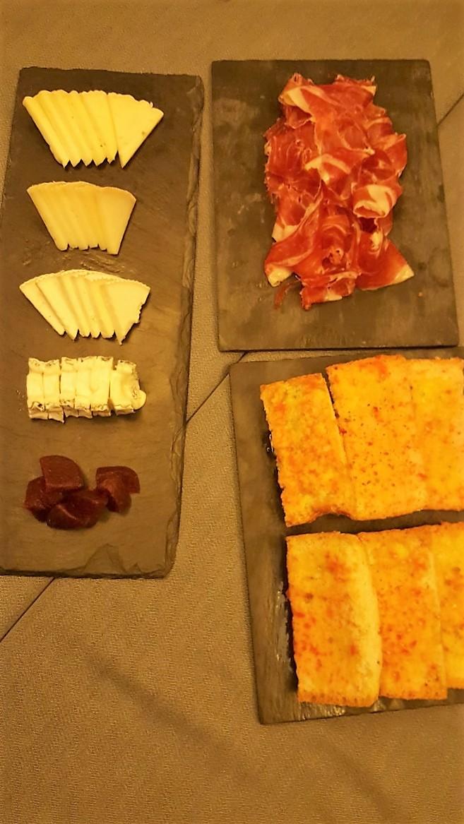 Jamón ibérico y buffete de quesos