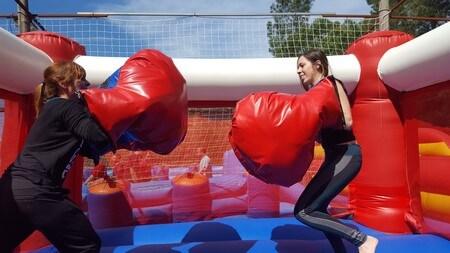 Judit Endrino en Humor Amarillo Aventuring Boxeo