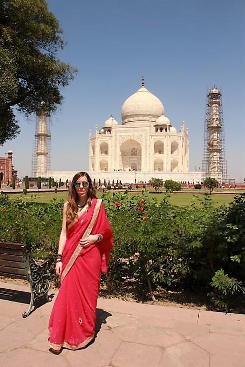 Judit en Taj Mahal con el Sari