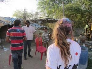Viaje India: Celebrando Fiesta Holi con familia en Kjahuraho