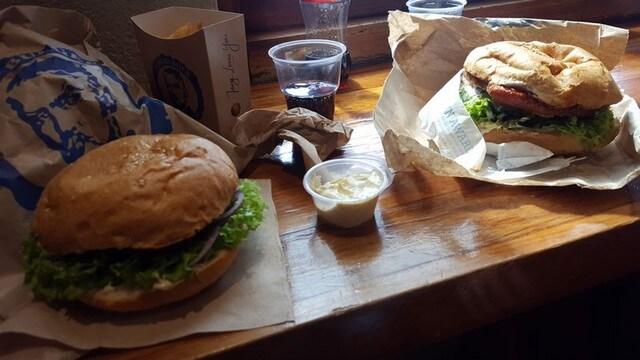 Comer una buena hamburguesa en Fergburger