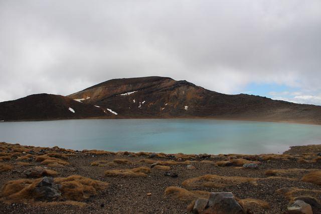 Tongariro Alpine Crossing camino a Ketetahi Shelter lago