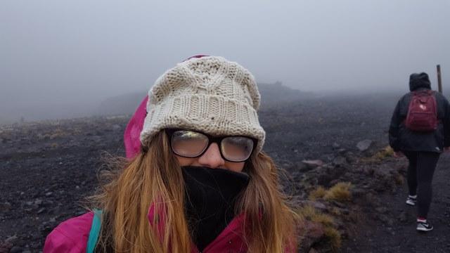 Viaje Nueva Zelanda Tongariro alpine crossing lloviendo