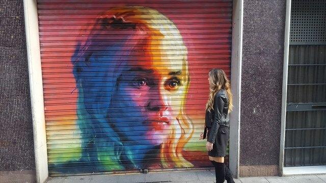Que ver en Barcelona: grafiti Daenerys Targaryen