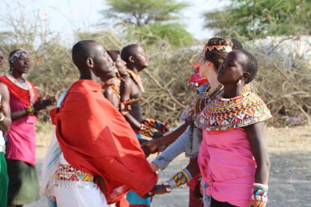 Safari Kenya: tribu Samburu saludo