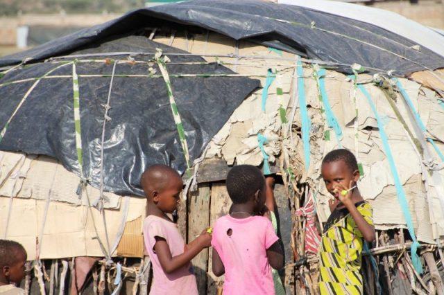 Safari Kenya: niñas tribu Samburu