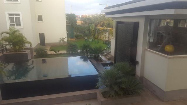 Eka Hotel, piscina desde la habitación
