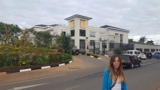 Eka Hotel Nairobi, entrada con control de seguridad