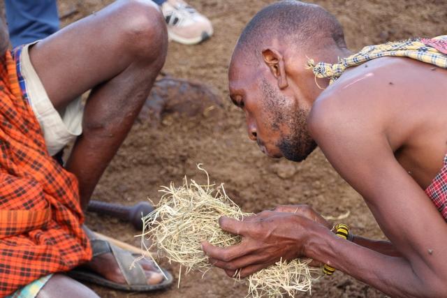 Tribu Masai, haciendo fuego