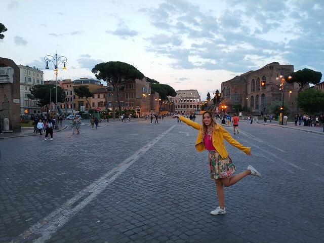 Roma en tres días, Camino del Coliseo
