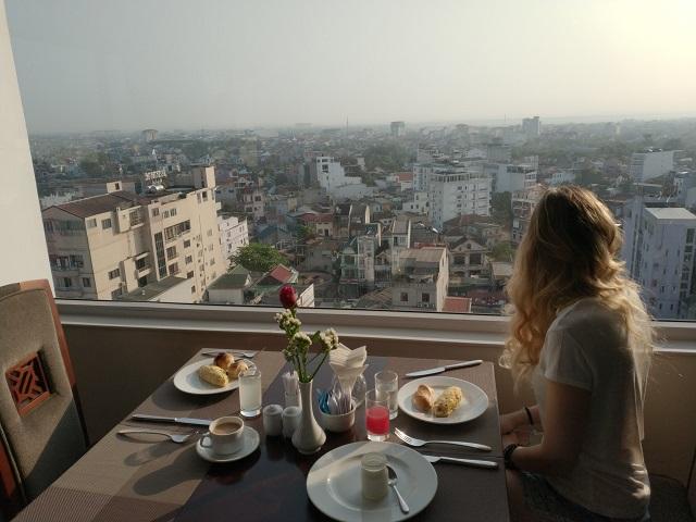 Desayuno desde la terraza del Moonlight Hotel