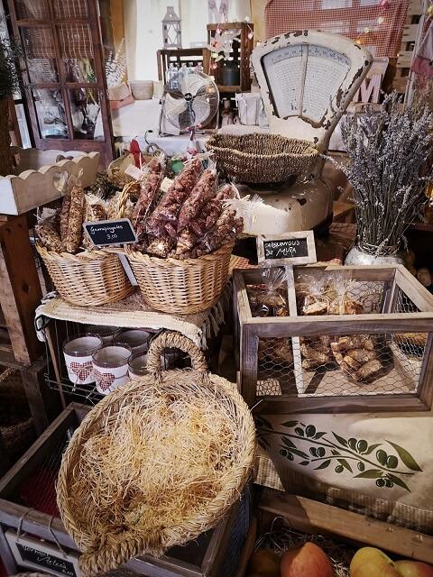 Interior tienda Mura