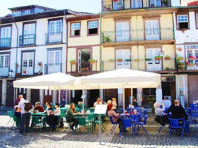 Restaurante en la plaza de Largo de Oliveira