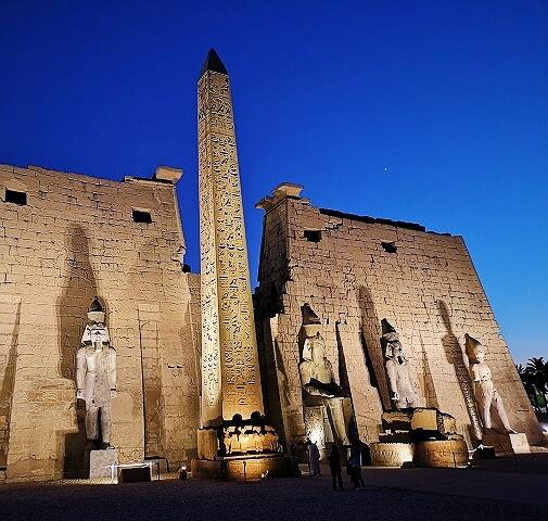 Templo de Luxor iluminado