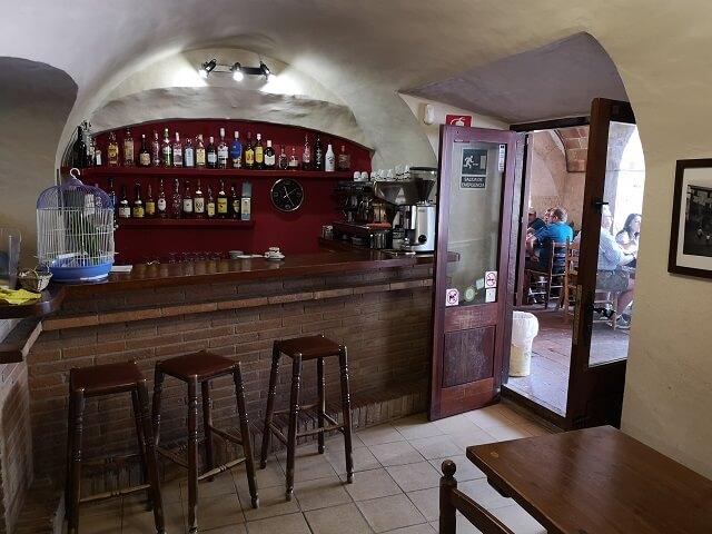 Ca l'Arcadi, el bar de 8 apellidos catalanes