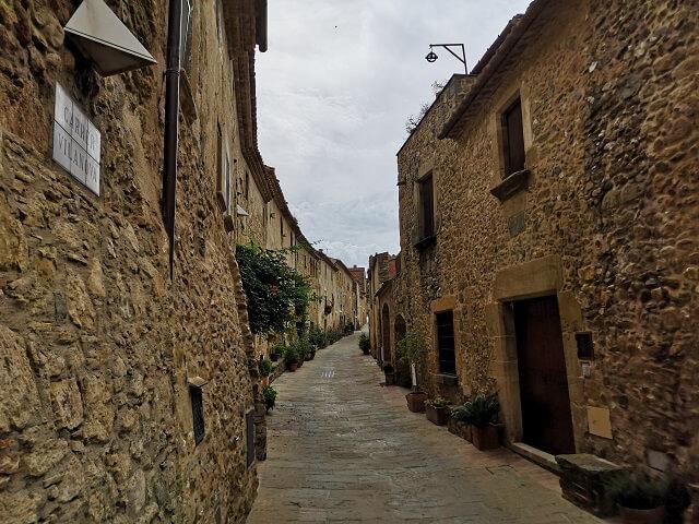 Carrer Vilanova, Monells