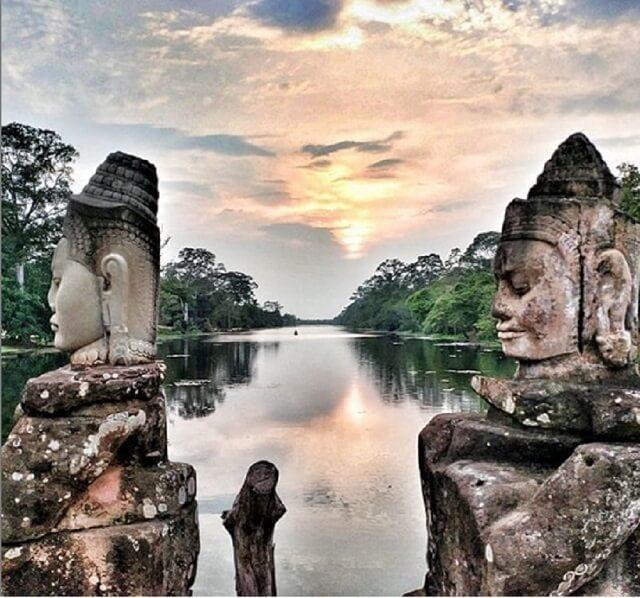 Angkow Town Camboya puesta de sol