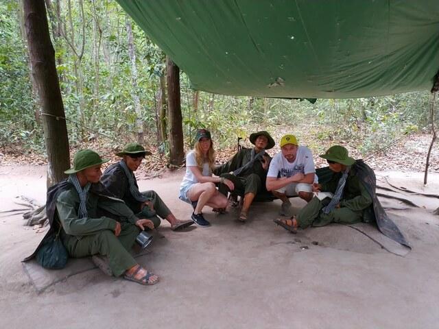 Maqueta soldados Viet Cong tuneles de cuchi