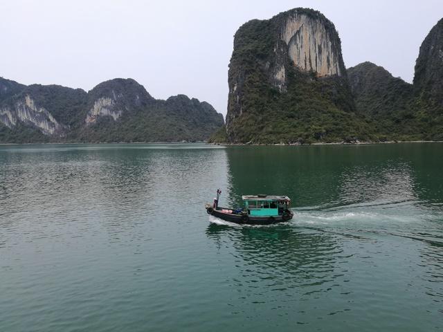Barco pescadores bahia de halong