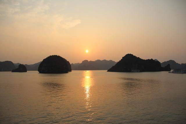 Puesta de sol Bahia de Halong