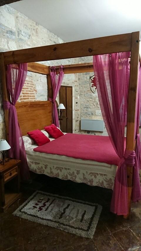 Habitacion medieval Hotel Cordes Sur Ciel