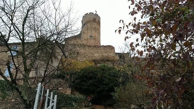 Subiendo al castillo de Najac fortaleza