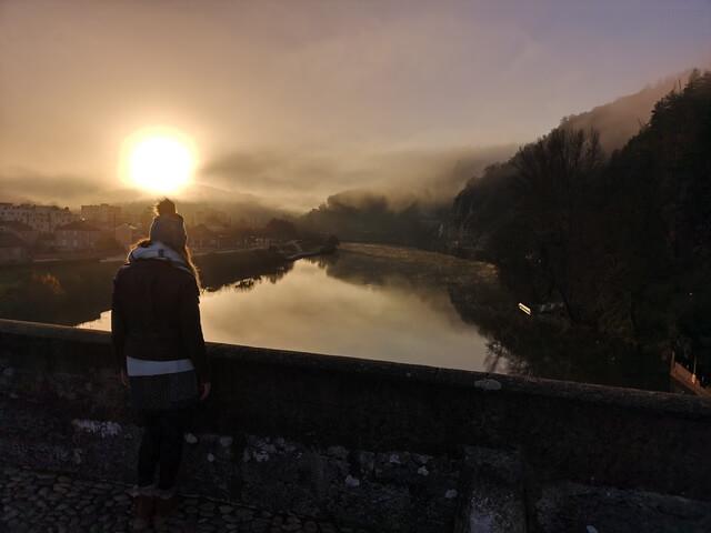 Amanecer rio lot desde puente valentre