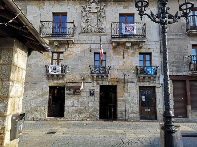 Casa con blasones en Salvatierra, alava