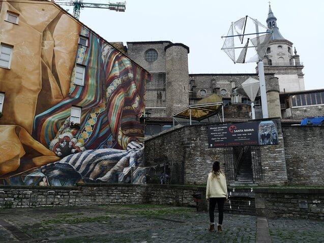 Vitoria, catedral y mural