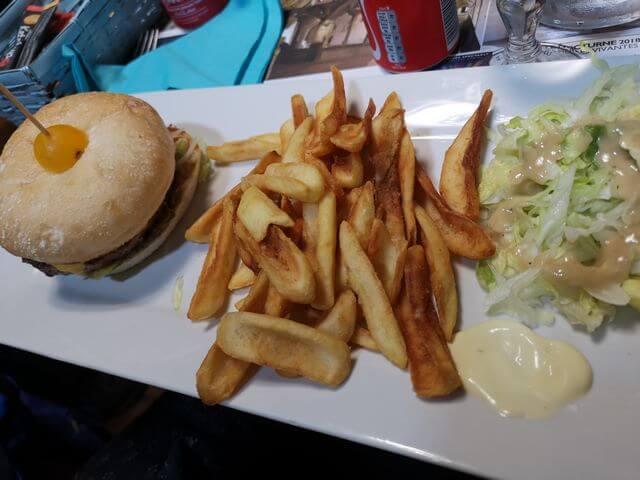 Burger en nuestra visita a Carcassonne