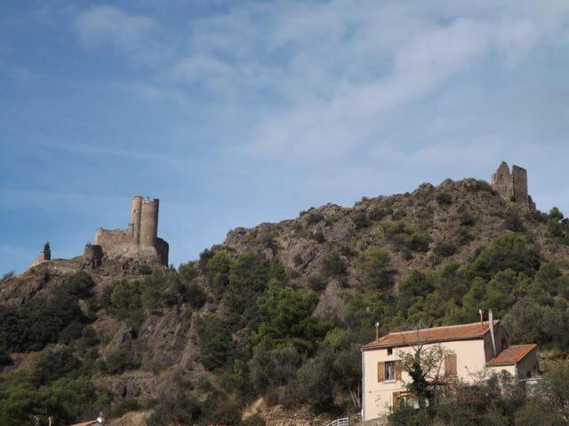 Castillos cataros de Lastours vista desde pueblo