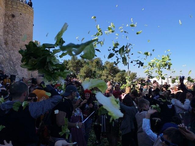 Batalla de lechugas en Villena Fiestas Medievo