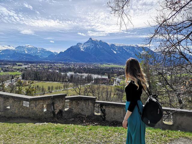 Camino a pie de la Fortaleza al centro de Salzburgo
