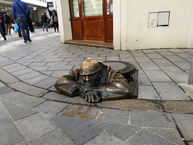Cumil, estatua bronce bratislava