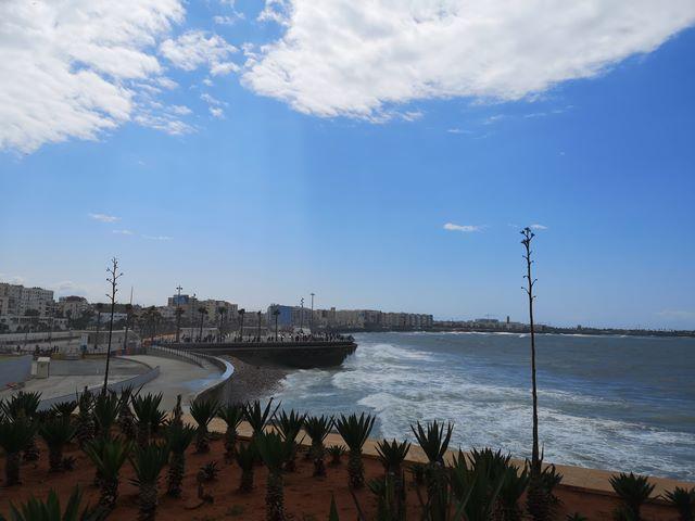 Mezquita Hassan II enfrente del Atlántico
