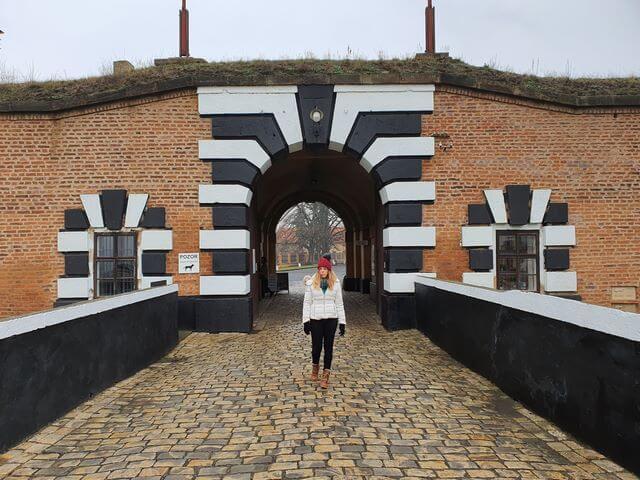 Entrada pequeña fortaleza campo concentración Terezin