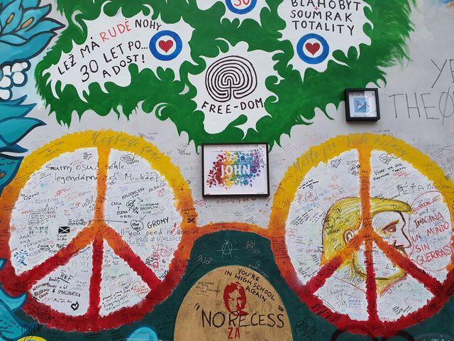 Detalles Muro de John Lennon