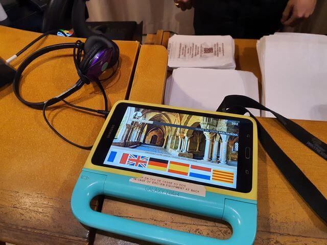 Tablet audioguia Abadia de Fontfroide