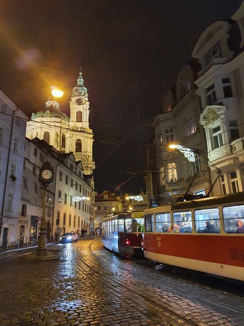 Camino a la Iglesia de San Nicolas en Praga