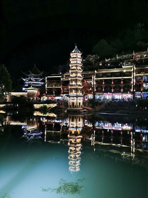 La Pagoda Wanming de noche