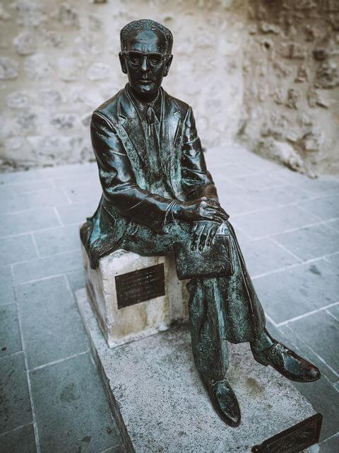 Estatua Federico Muelas