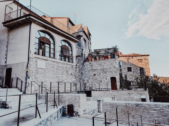 Barrio judío y entrada a Miqve