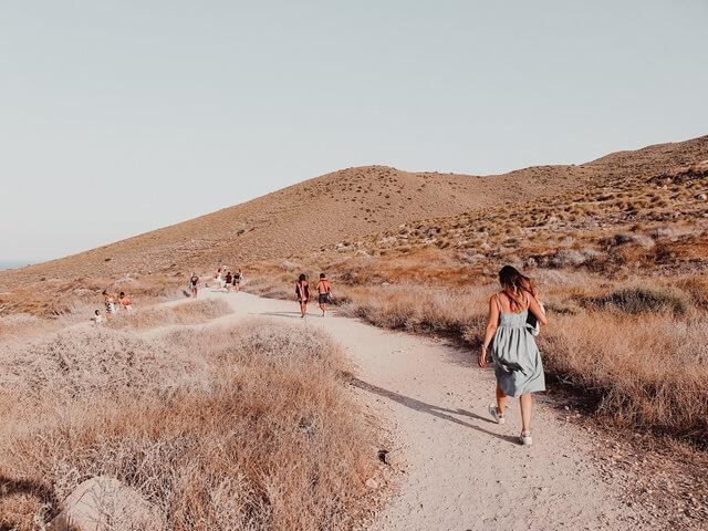 Como llegar a la Playa de los Muertos camino de bajada