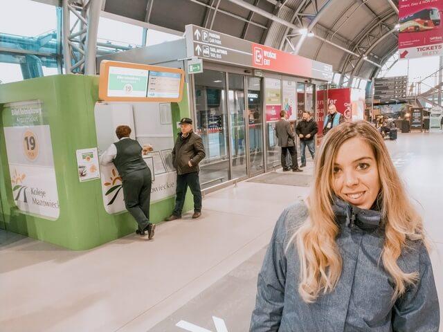 Taquilla para comprar billetes de tren en Modlin