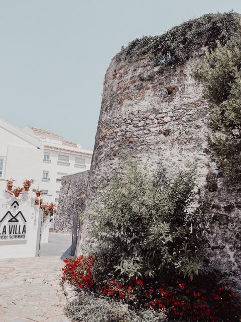 Restos del castillo de San Luis y de la muralla romana Estepona