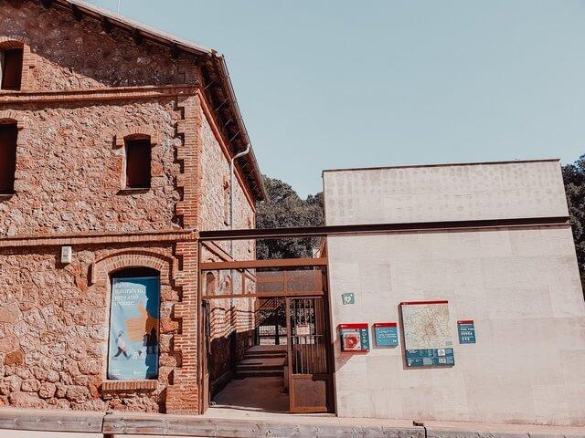 caseta del Centro de información del Coll d'Estenalles