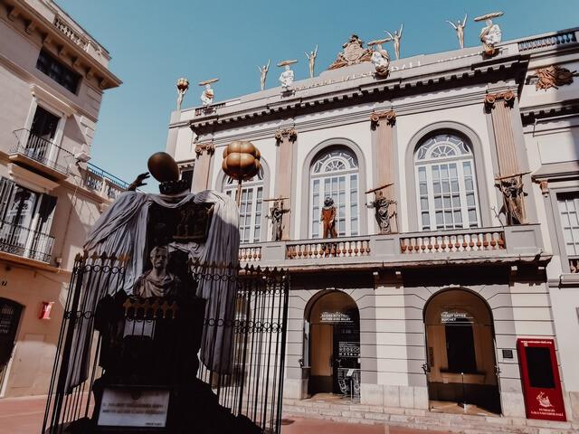 Plaça Gala i Salvador Dalí